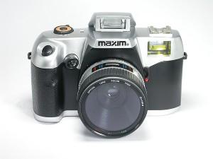 Prawie jak prawdziwy: tandetny aparat wygląda jak lustrzanka (Fot. www.kameramuseum.de)